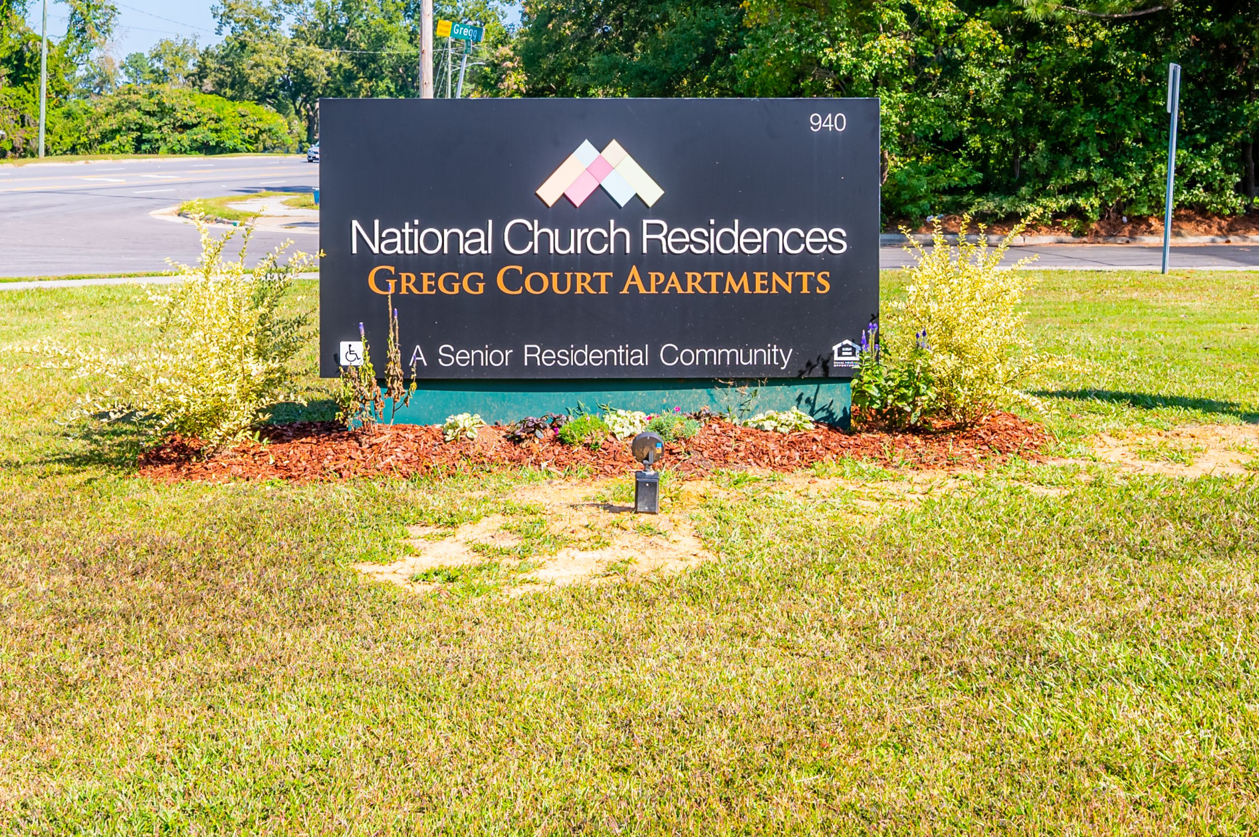 Gregg Court Apartments sign
